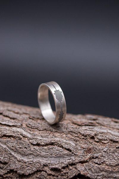 חריטה של סאונד על גבי טבעת